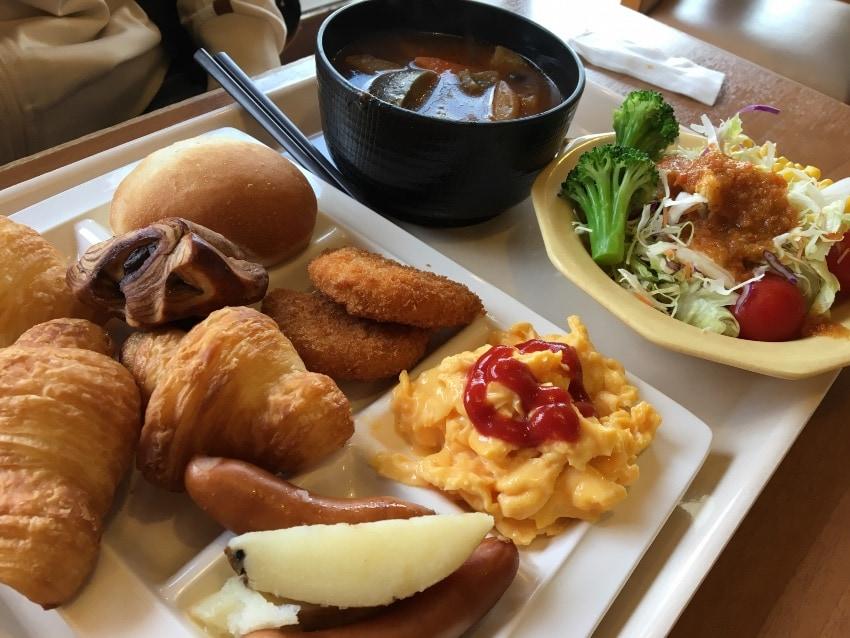 ココス鳴海店の朝食バイキング