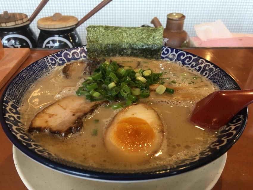 名古屋市緑区 博多ラーメンの「鶴亀堂 緑神の倉店」