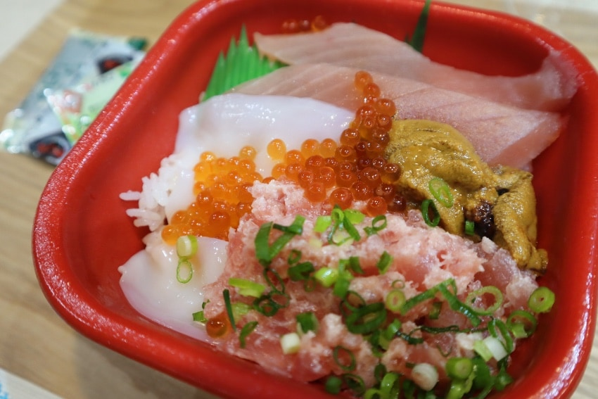 これで税別500円⁈鯱 丼丸 鳴海駅前店の海鮮丼