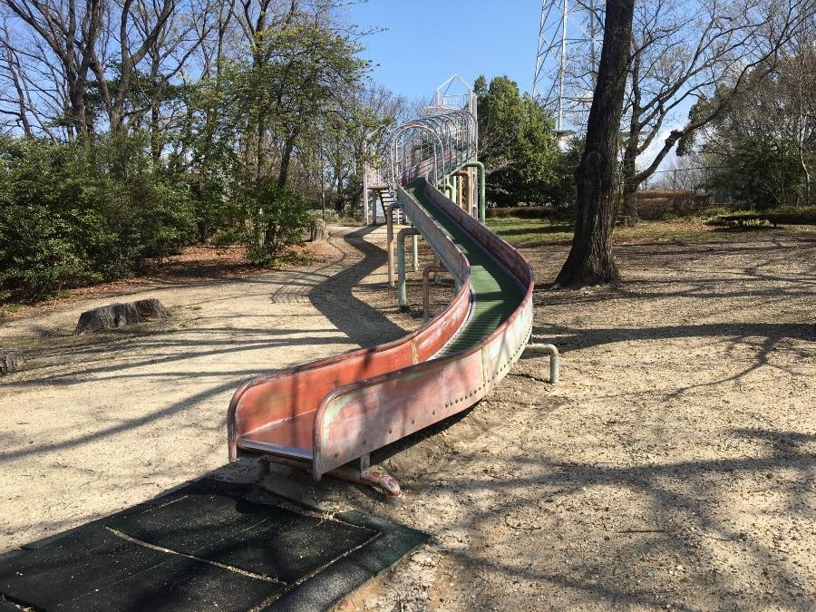 勅使ヶ池緑地の滑り台